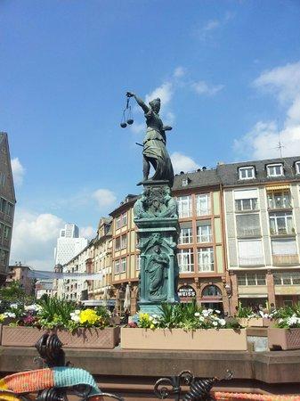 Frankfurter Romer: fontana centrale