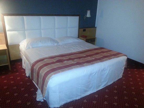 SHG Grand Hotel Milano Malpensa: Deuxième lit de la chambre
