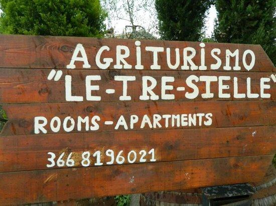 Le Tre Stelle: The entrance from the main road to Fattoria di Antonella