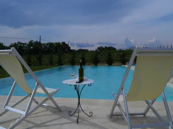 Le Tre Stelle: Antonella spoiled us with wine at the pool