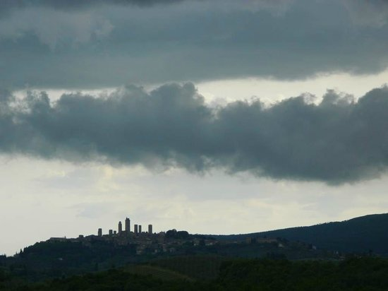 Le Tre Stelle: Thunder weather over San Gimignano from our room
