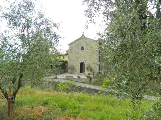 Le Tre Stelle: The little Church next to the Agriturismo