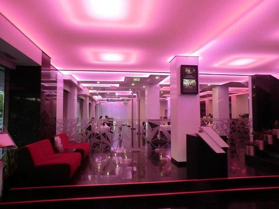 Plaza V & Plaza V Executive Hotel: Бар в отеле