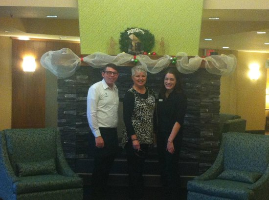 Holiday Inn Canmore: Restaurant/hotel staff with me in the centre