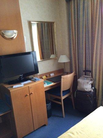 Gran Versalles Hotel: Quarto