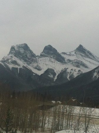 Holiday Inn Canmore: View of the mountains from my room