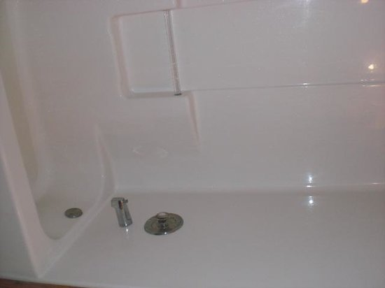 Rancho Cortez: Tub didn't drain, Shower head only partially working