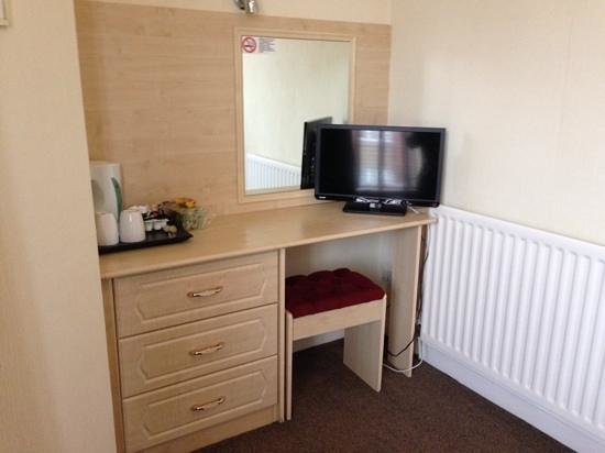 Dene Hotel: dressing table