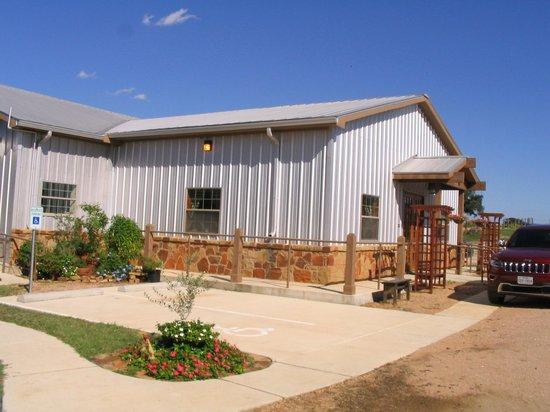 Sandy Oaks Olive Orchard: Exterior