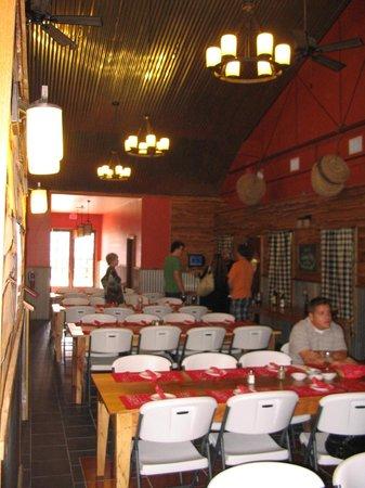 Sandy Oaks Olive Orchard: Banquet Hall
