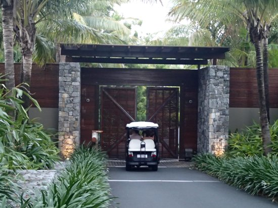 Qualia Resort: The entrance to Qualia