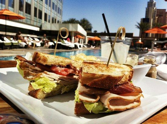 Mandarin Oriental, Las Vegas: Lunch by the pool - Turkey BLT