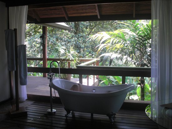 "Pacuare Lodge: Linda Vista Suite ""Morpho"" Tub"
