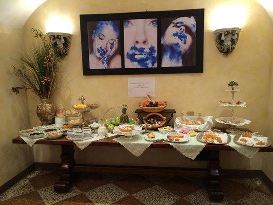 Art Hotel Commercianti: breakfast