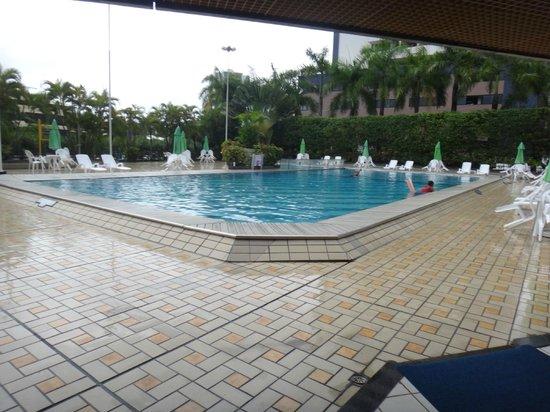 Fiesta Bahia Hotel: Área da piscina