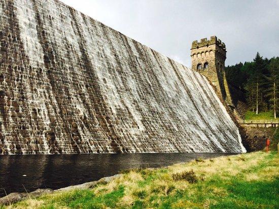 Derwent Dam: Impressive overflowing waters