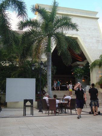 Grand Bahia Principe Coba: Coba main lobby building