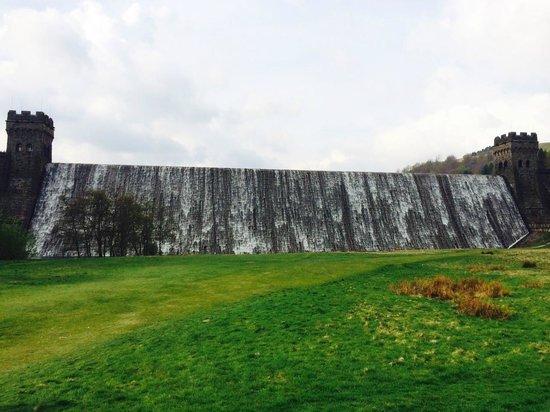 Derwent Dam: Base of the dam