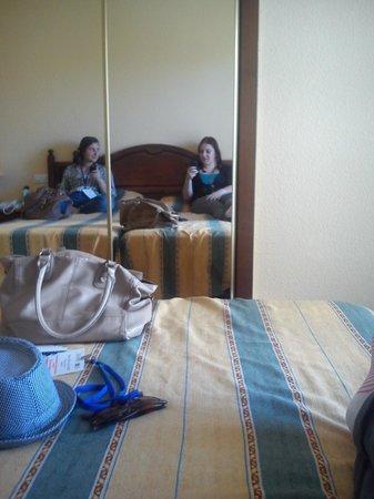 Hotel San Fermin: Roomie!! <3