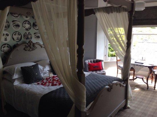 Rum Doodle Bed & Breakfast: Room 6 Shute