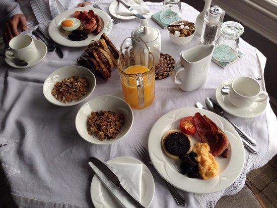 Rum Doodle Bed & Breakfast: Breakfast in Room 6 Shute