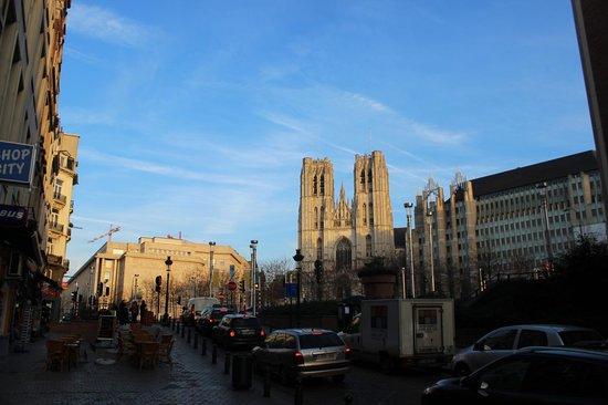 Cathédrale Saints-Michel-et-Gudule de Bruxelles : Видно издалека