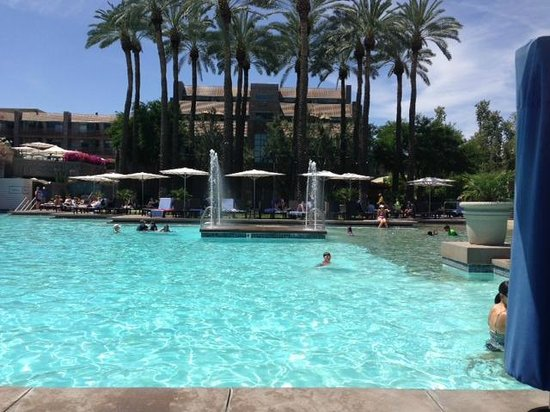 Hyatt Regency Scottsdale Resort and Spa at Gainey Ranch : Pool area