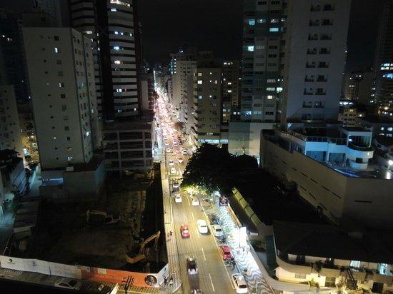 Camboriu Praia Hotel: Av Brasil desde la habitacion