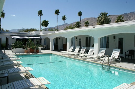 The Westcott: Poolside views of the San Jacinto Mountains