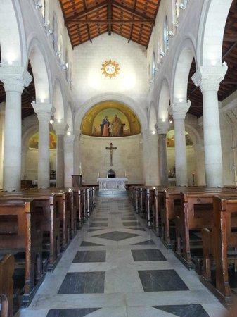 St. Joseph Church: Interior de la Iglesia.