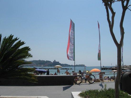 Castello di San Terenzo: Vedi anche il castello di Lerici dalla plage di S.Terenzo