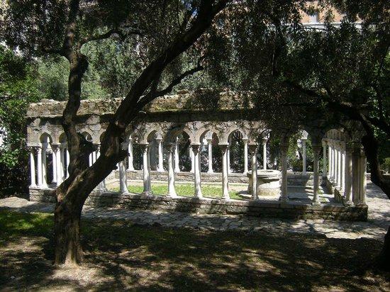 Torri di Porta Soprana: chiostro di Sant'Andrea1
