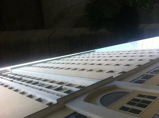 Nasa Vegas Hotel: Towering hotel next too railway