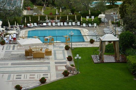 Rome Cavalieri, A Waldorf Astoria Resort : The beautiful pool