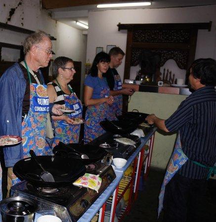 Bumbu Cooking Class : Cooking