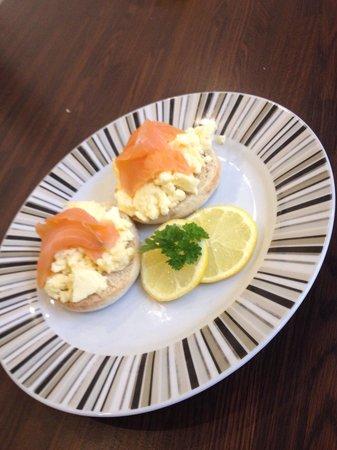 The Metropolitan: Smoked salmon and scrambled egg