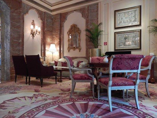 Regent Berlin: Hotel Lobby