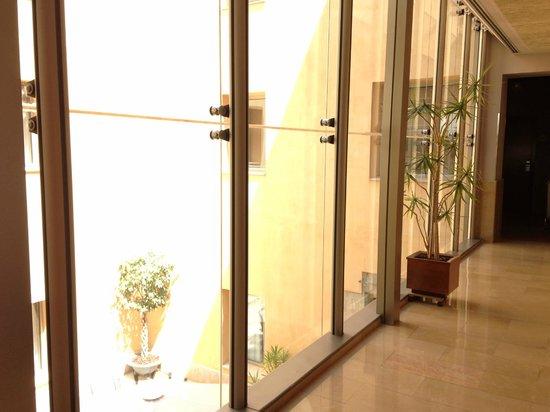 H10 Raco Del Pi: Hallway