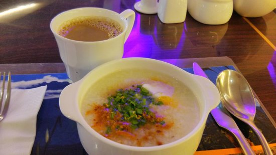 Ming Garden Hotel & Residences: 朝食のおかゆ