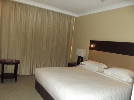 The Grace Hotel Sydney: King bed