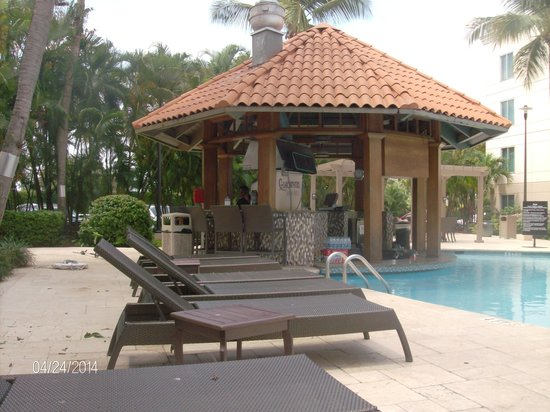 Hampton Inn & Suites San Juan: The Poolside Bar