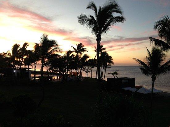 Hilton Fiji Beach Resort & Spa : Sunset from our balcony
