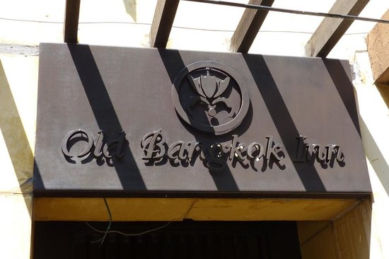 Old Capital Bike Inn: Old Bangkok Inn sign