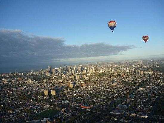 Global Ballooning - Melbourne and Yarra Valley : view of Melbourne