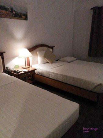 Liberty Hotel Saigon Parkview: triple bedroom