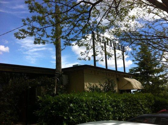 Zio Catofio: L'entrata del locale