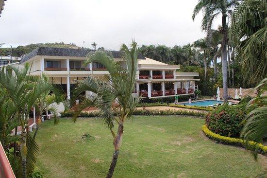 Bedarra Beach Inn: Bedarra from the front rooms