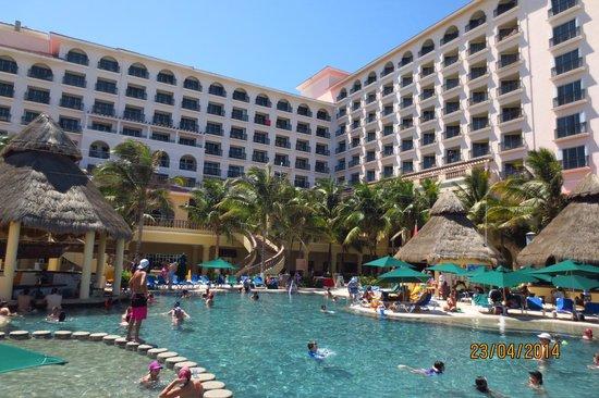 GR Solaris Cancun: vista desde la playa