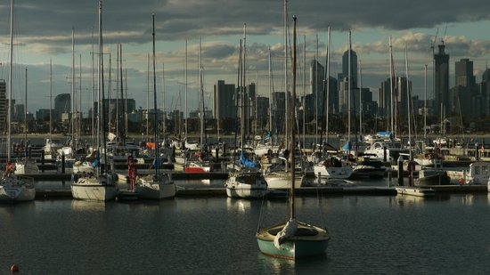 St. Kilda Beach: Melbourne City View