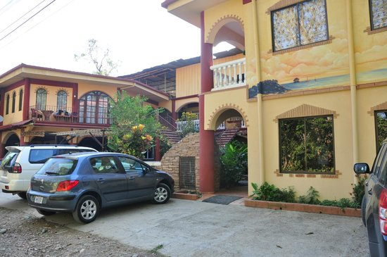 Hotel Domilocos: Hotel Outside